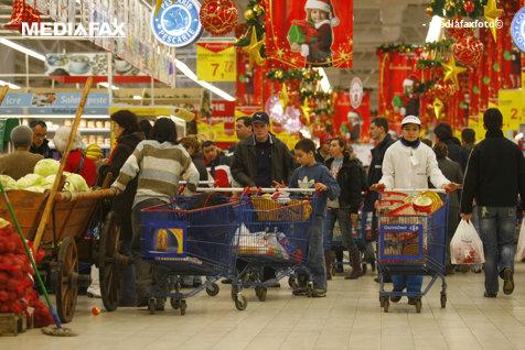 Guvernul interzice lucrul pe care toţi românii îl iau când pleacă din supermarket