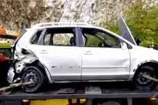 Ce au găsit poliţiştii după ce scafandrii au scos maşina căzută în Dunăre, în care se afla o familie cu doi copii. VIDEO