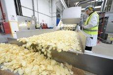 Ce nu ştiai despre chipsuri, popcorn, biscuiţi sau margarină. Legea care-i obligă pe producători să-ţi spună adevărul a fost aprobată