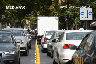Pericolul de pe şosele. Obiceiul riscant pe care îl au 6 din 10 şoferi când sunt la volan