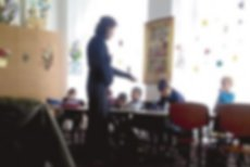Educatoarea din Vrancea filmată în timp ce lovea copiii în clasă, internată la psihiatrie