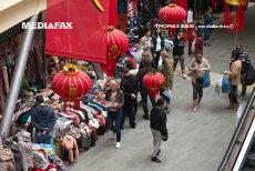 Chinezi care vindeau haine în Dragonul Roşu, percheziţionaţi de DIICOT într-un dosar de evaziune. Prejudiciul, de peste opt milioane de euro