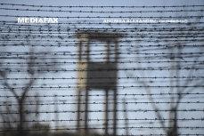"""Zeci de deţinuţi au ieşit din Penitenciarul Iaşi: """"Mi-au zis <hai până la cabinet. Îmbracă-te că te eliberezi.> Era să fac infarct, şi acum am temperatură. Mă simt de parcă m-am născut a 15-a oară"""""""