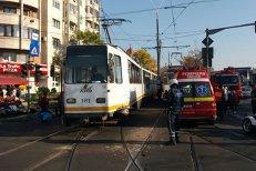 Coliziune între două tramvaie în zona 13 septembrie. Două persoane au fost rănite. GALERIE FOTO