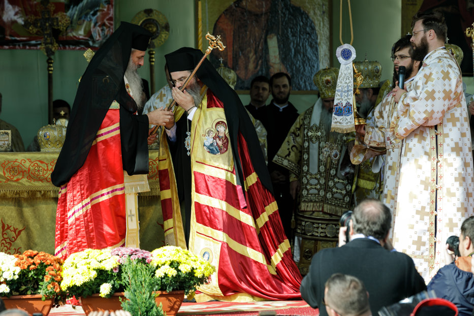 Cine este noul Episcop de Huşi. GALERIE FOTO de la ceremonia de înscăunare