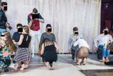 Reacţia directorului liceului din Cluj la care învaţă elevii care au mimat sexul oral la Balul Bobocilor