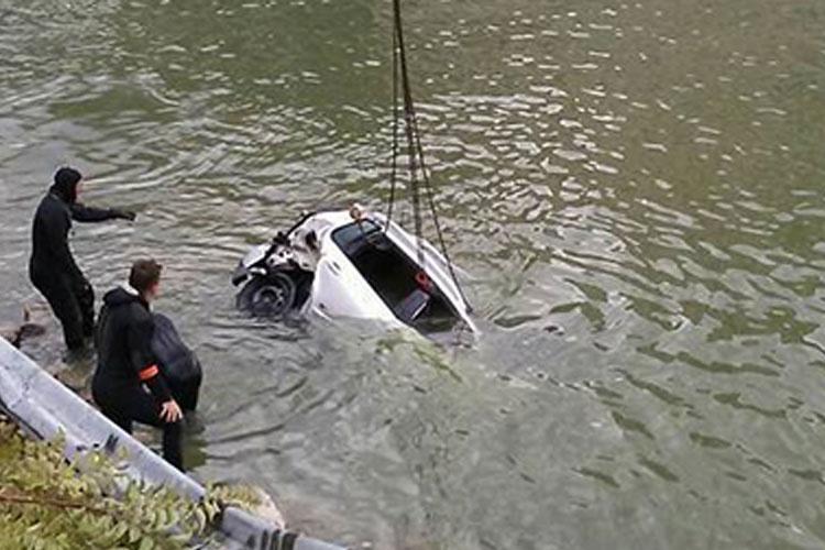 A fost găsit şi trupul celei de-a patra victime din maşina căzută în Dunăre acum trei săptămâni