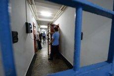 Unul dintre cei trei deţinuţi eliberaţi din greşeală la Giurgiu încă nu a fost găsit. Bărbaţii erau condamnaţi pentru tâlhării şi violuri
