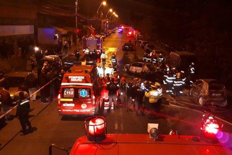 Accident grav în Bucureşti. Un mort şi mai mulţi răniţi, după ce mai multe maşini lovite au luat foc. GALERIE FOTO