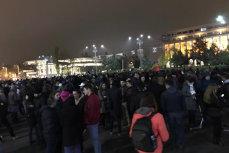 Protestatarii s-au strâns din nou în Piaţa Victoriei. Oamenii, nemulţumiţi de noile măsuri fiscale. VIDEO