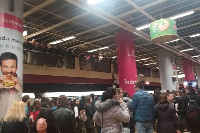 Tentativă de suicid la staţia de metrou Piaţa Unirii 1. Care este starea victimei