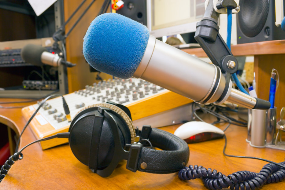 Donează sânge pentru a continua emisia. Gestul disperat al realizatorului singurei emisiuni de radio în limba română din Canada