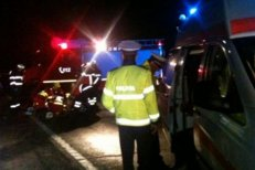 Accident teribil la Iaşi: 12 oameni răniţi, după ce un microbuz a lovit în plin un TIR