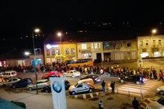 """Sute de oameni protestează în oraşe din România faţă de legile Justiţiei şi cele fiscale: """"Îşi bat joc de noi"""""""