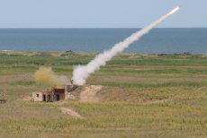 O companie franceză cu afaceri de miliarde de euro vrea să producă armament şi rachete în România. Cum vor fi pregătiţi muncitorii care vor să lucreze în domeniu