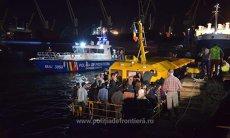 Navă cu 60 de imigranţi la bord, descoperită de poliţiştii de frontieră români în Marea Neagră