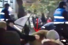 Jandarmeria îi caută pe protestatarii care au lovit caii. Filmările  care au fost făcute publice. VIDEO