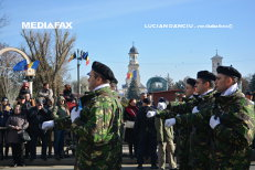Un militar din Bihor şi-a cerut iubita în căsătorie la ceremonia de Ziua Naţională