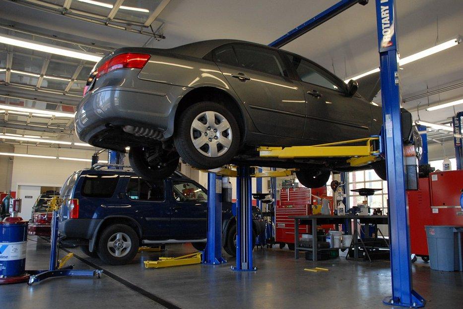 Lovitură pentru service-urile auto. Decizia luată de reprezentanţii RAR după ce au găsit peste 200 de centre fără autorizaţie de funcţionare