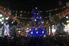 Oraşul din România în care peste un milion de beculeţe luminează centrul oraşului pentru sărbătorile de iarnă. VIDEO şi GALERIE FOTO