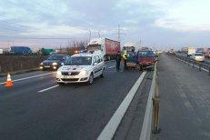 Accident grav pe A1 între două maşini şi un tir. 11 oameni se aflau în vehicule, doi au ajuns la spital