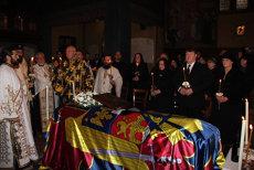 Sicriul cu trupul neînsufleţit al Regelui Mihai, depus la Catedrala Ortodoxă Greacă din Lausanne. GALERIE FOTO