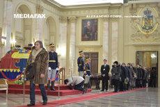 După o noapte albă, mii de români au venit la Palatul Regal  pentru a-i aduce un omagiu Regelui Mihai. Primii reprezentanţi ai Caselor Regale care sosesc vineri la Bucureşti. Programul funeraliilor