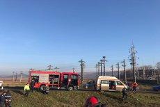 Accident grav în Vaslui. Trei persoane sunt încarcerate, după ce maşina în care se aflau a fost lovită de un tren. FOTO
