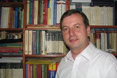 Tragedie în Iaşi: Directorul Bibliotecii Universitare, găsit spânzurat în casă lângă soţia sa moartă la doar 38 de ani. Poliţiştii cred că ştiu ce s-a întâmplat