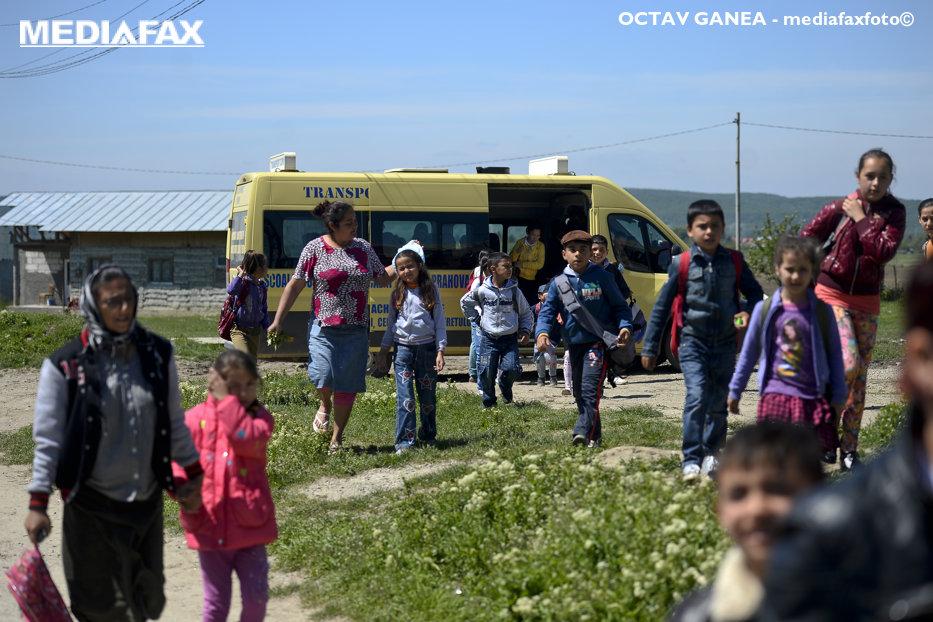 """Aceasta este cea mai săracă localitate din România. Toţi oamenii au fugit. """"Nu avem farmacie, apă curentă, nici canalizare, nu avem nimic, nimic"""""""