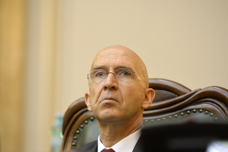 Mesaj dur al unui fost şef SPP către ambasadorul Franţei: Aţi adus corupţia la noi. Nu faceţi pe lupul moralist