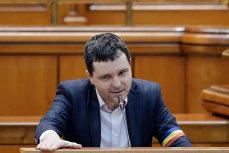 Nicuşor Dan cere judecătorilor suspendarea hotărârii CGMB care interzice aplicaţiile de taxi