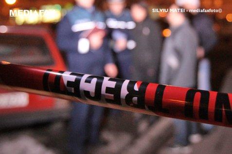 Bărbat din Argeş, ridicat de poliţie după ce şi-a lovit sora însărcinată în nouă luni cu o pilă de drujbă. Femeia, operată de urgenţă pentru a salva copilul