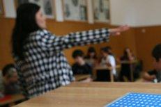 Elevii din Constanţa, revoltaţi pentru că nu mai au voie cu telefoanele mobile în timpul orelor: Dacă ni se iau telefoanele, nu mai putem filma abuzurile