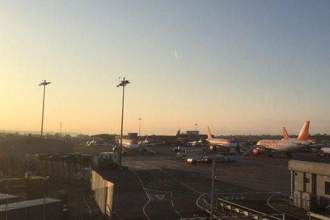 Pasageri blocaţi de două ore pe Aeroportul Timişoara, după ce avionul spre Bucureşti s-a defectat