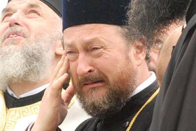Motivul pentru care fostul episcop de Huşi, retras după un mare scandal sexual, stă într-o locuinţă a Arhiepiscopiei Iaşilor