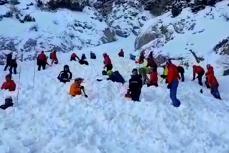 Salvamontiştii au renunţat să-l mai caute pe alpinistul care a provocat o avalanşă în Buşteni