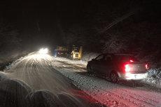 COD GALBEN DE NINSORI ŞI VISCOL: Lista drumurilor închise. Trei judeţe din România, grav afectate. VIDEO