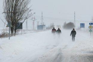 COD PORTOCALIU de viscol, prelungit . Drumuri închise şi mii de locuinţe fără curent electric. Care sunt zonele cele mai afectate. LIVE UPDATE