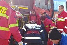 Un bărbat a fost salvat de pompieri la Constanţa, după ce a căzut într-o gaură de canal
