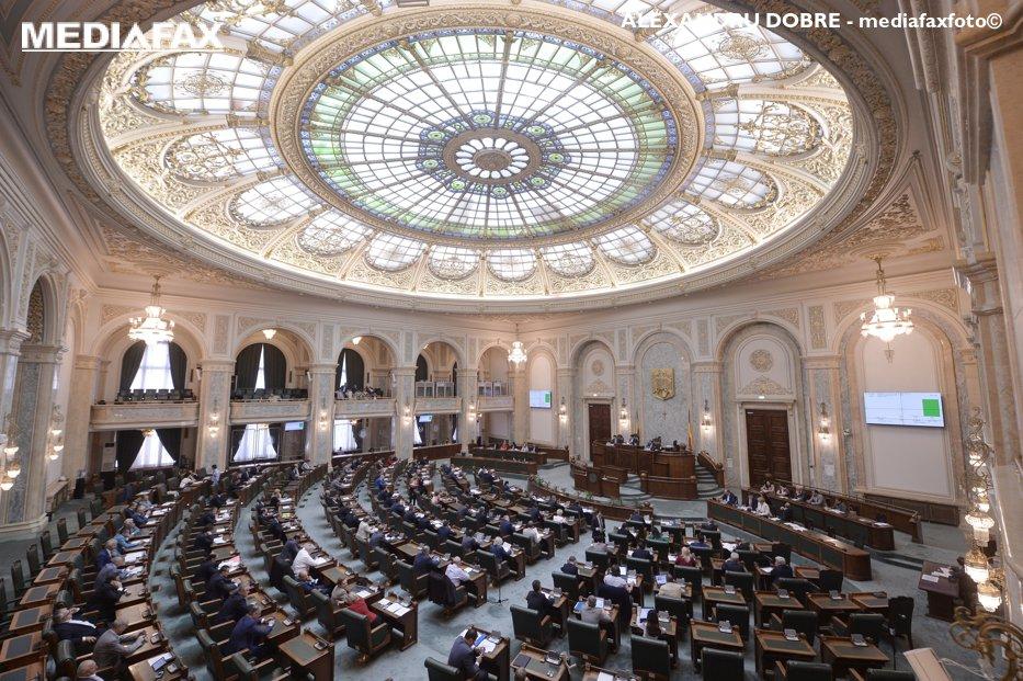 Revoluţia fiscală a PSD creşte indemnizaţiile parlamentarilor. Cât câştigă acum un senator sau un deputat