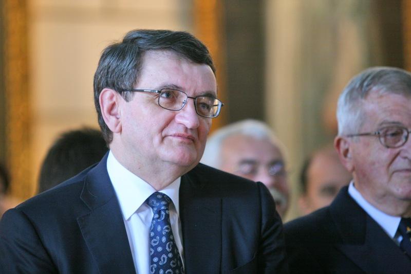 Comisia de la Veneţia, îngrijorată de legea care pune pumnul în gură ONG-urilor. Mesajul transmis Avocatului Poporului