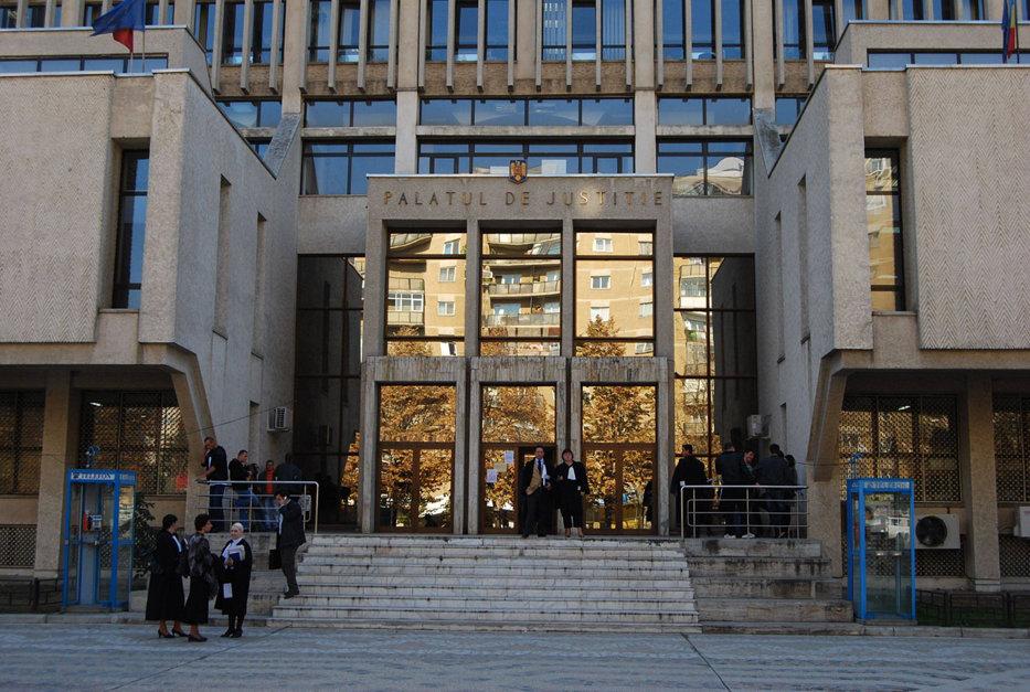 Doi romi acuzaţi de evaziune fiscală, condamnaţi de Tribunalul Iaşi să facă cel puţin patru clase primare