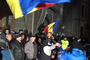 Protest în faţa DNA. Zeci de manifestanţi au cerut demisia Laurei Codruţa Kovesi