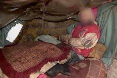 Un bărbat din Iaşi, cu deficienţe mintale, ţinut de familie într-un coteţ, salvat după o postare pe Facebook