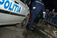 Poliţist de la Brigada Rutieră, lovit de o maşină în timp ce verifica actele unui şofer