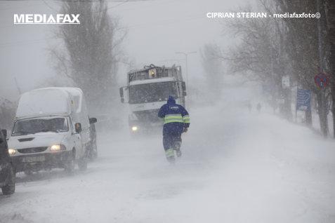 Primul drum din România cu restricţii de circulaţie din cauza viscolului şi ninsorilor abundente