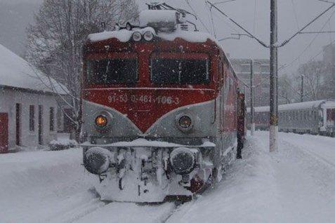 100 de trenuri sunt anulate din cauza ninsorilor şi a viscolului