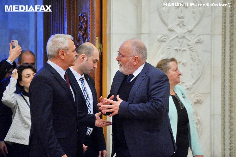 """Mesajul Comisiei Europene pentru politicienii români, în plin scandal DNA. """"Alergaţi în continuare, dar nu în direcţia greşită"""". Sfatul lui Timmermans pentru Dragnea şi Tăriceanu"""