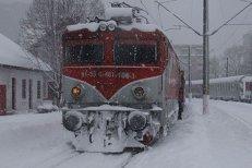 Incendiu la un tren de călători în apropiere de Râmnicu Sărat. 300 de persoane sunt în vagoane